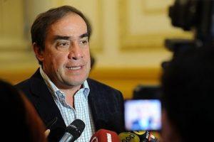 Yonhy Lescano renuncia a Comisión de Ética