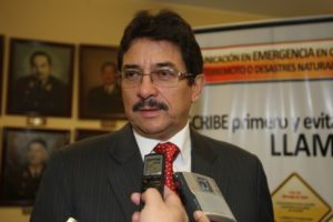 Enrique Cornejo renuncia al Apra
