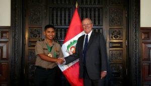 PPK condecora a policía que abatió a asesino de Independencia