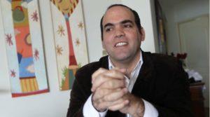 Fernando Zavala presenta proyecto para reconstrucción ante el Congreso