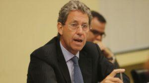 Alfredo Thorne renunció al MEF