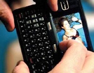 Proponen cárcel a personas que difundan videos íntimos