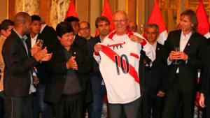 PPK rindió homenaje a selección de futbol tras clasificación al mundial