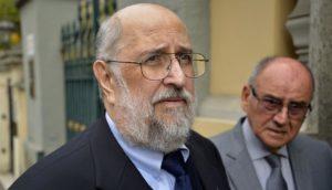 Proyectan imagen de Luis Figari pero lo confunden con Abimael Guzmán